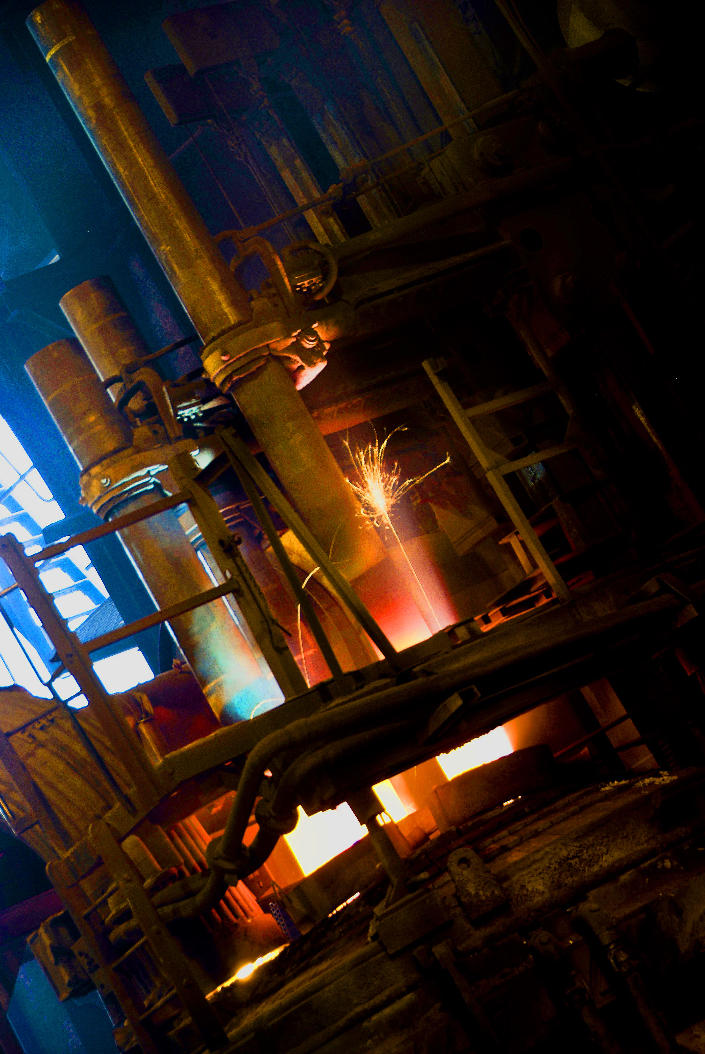 Industrial photography: Pouring molten metal